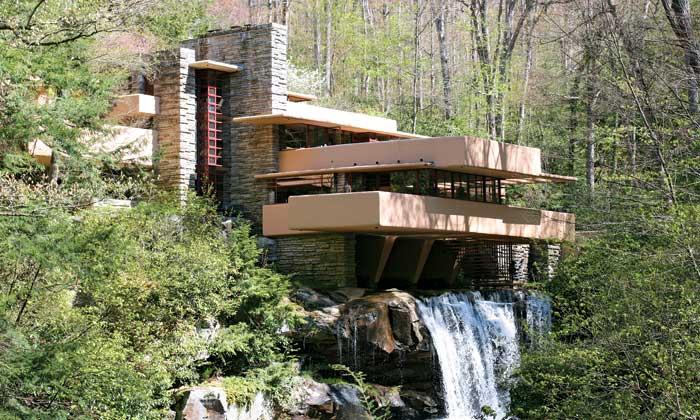 Nhà trên thác nước