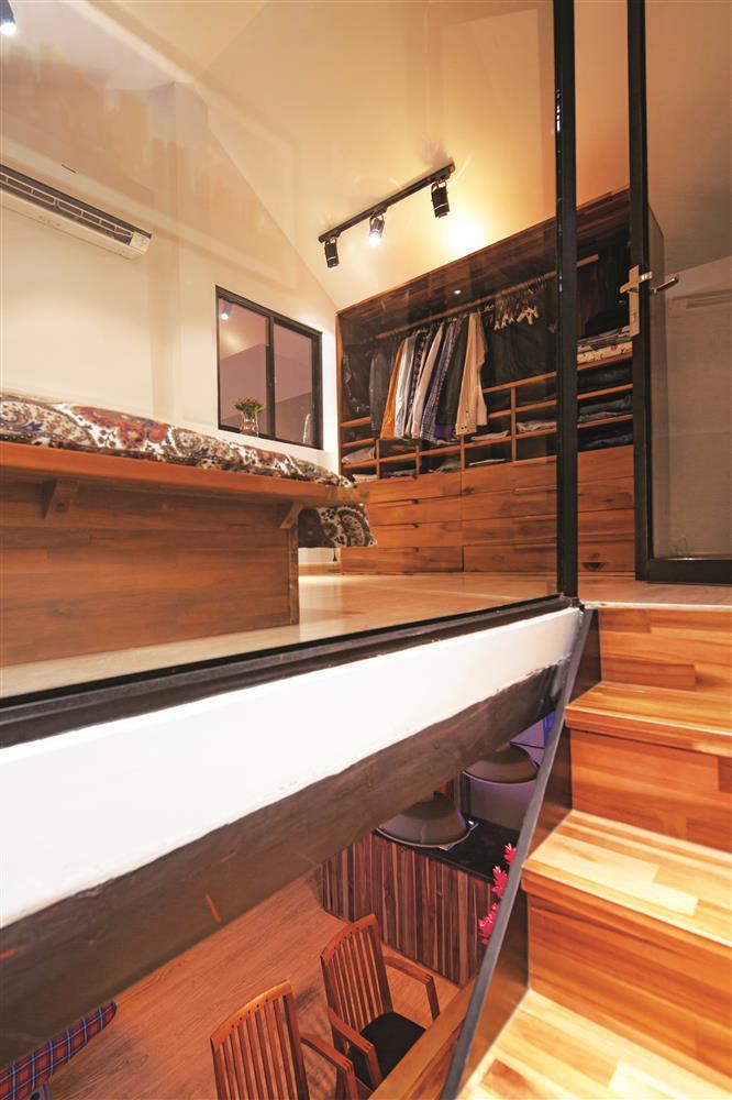 Phần áp mái với phòng ngủ xinh xắn.
